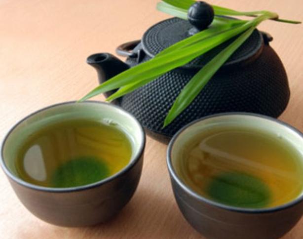 爪水虫・爪白癬に緑茶やミョウバンは効果がある?やり方・方法を探る。