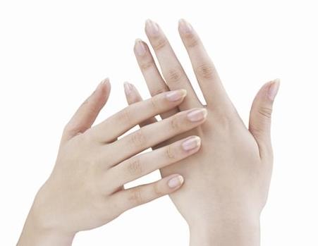 爪水虫・爪白癬は放置するとどうなる? 爪が厚くなったり痛くなる?